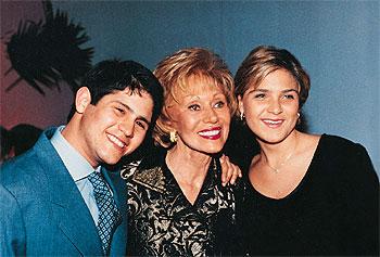 Ernestina Noble y sus hijos adoptivos Marcela y Felipe